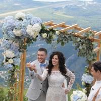 Прямоугольная арка, голубые и белые хризантемы