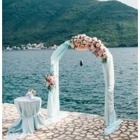 Полукруглая арка розы, лизиантусы
